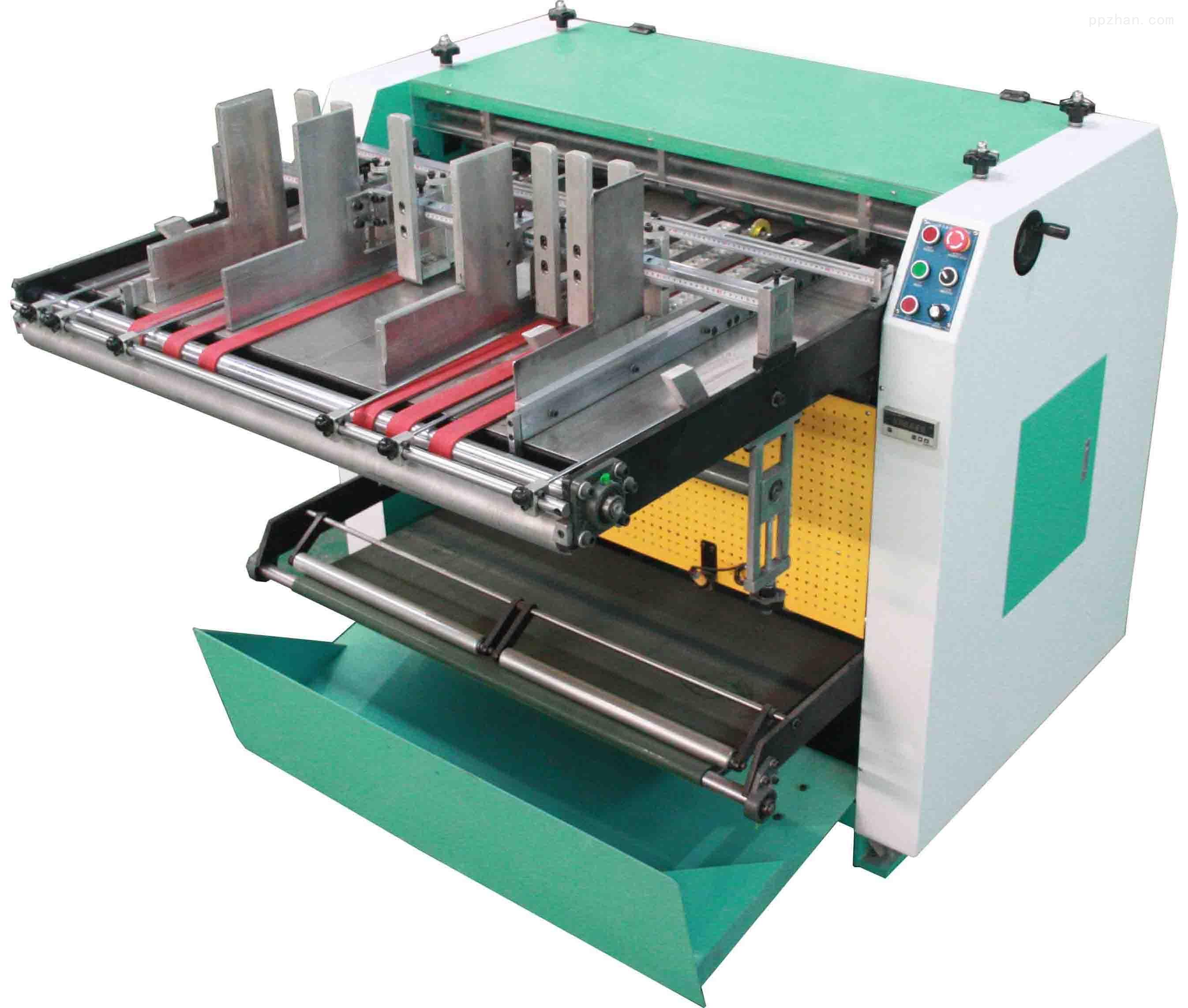LY-1200全自动开槽机http://www.dglyjx.com/Products.html是全球最新上市的专利产品,通过自动送纸板自动纠偏,自动收料;专业针对纸板、灰纸板、密度板无尘开V型槽。采用新型的输送纸板机构。把要开槽的纸板整个面包在(直径60厘米)滚筒上,保证开槽的走位准确、没有偏差和开槽的直线性。具有高精度、刀具耐用等特点。 产品性能: 1.