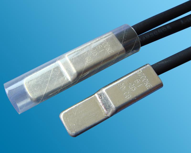 【详细说明】  传统的温度控制器,是利用热电偶线在温度化变化的情况下,产生变化的电流作为控制信号,对电器元件作定点的开关控制器。电脑控制温度控制器:采用PID模糊控制技术*用先进的数码技术通过Pvar、Ivar、Dvar(比例、积分、微分)三方面的结合调整形成一个模糊控制来解决惯性温度误差问题。      据了解,很多厂家在使用温度控制器的过程中,往往碰到惯性温度误差的问题,苦于无法解决,依靠手工调压来控制温度。创新,采用了PID模糊控制技术,较好地解决了惯性温度误差的问题。      传统的温度控制器的