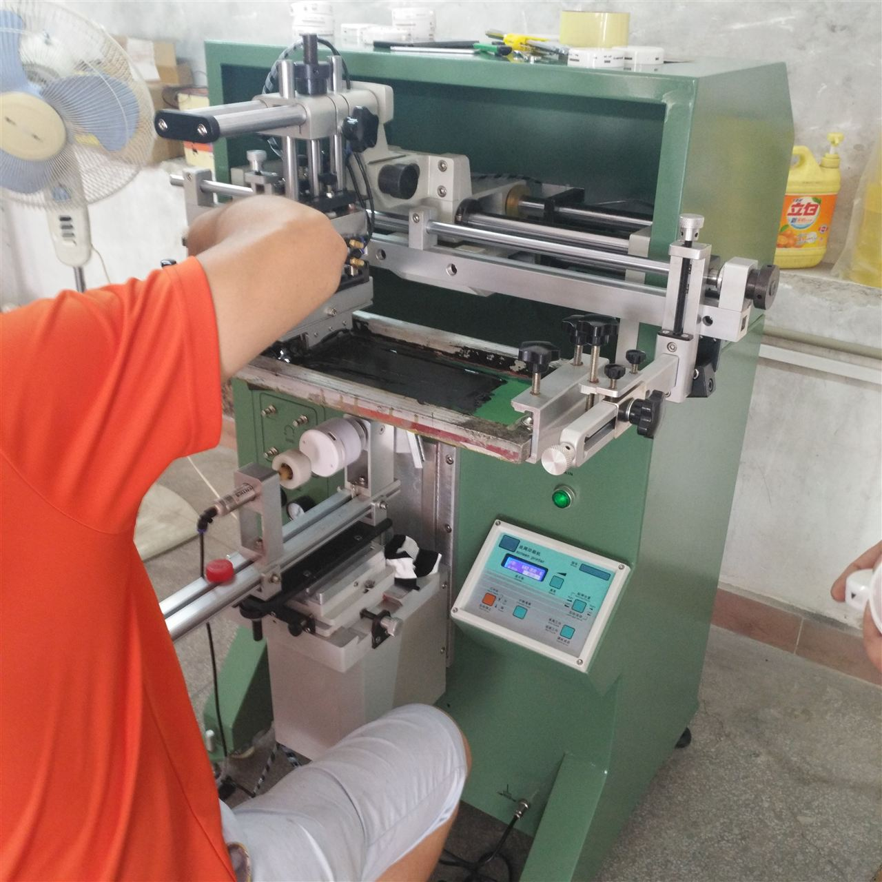瓶印刷机金属朔料杯子水晶丝印机_印刷设备_胸章胶圆形图片
